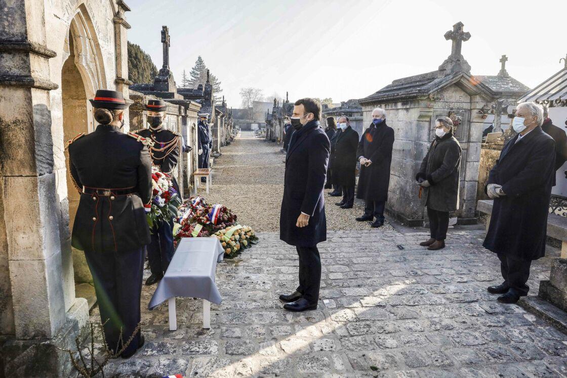 Le 8 janvier 2021, Emmanuel Macron se recueille sur la tombe de François Mitterrand à Jarnac.