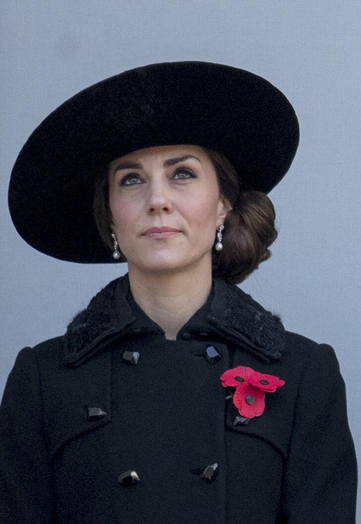Le chignon macaron et bas de Kate Middleton en 2016 lors du Remembrance Day