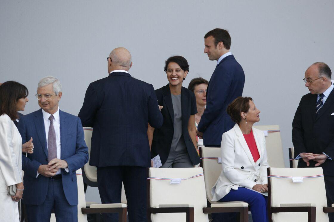 Najat Vallaud-Belkacem encore souriante au côté d'Emmanuel Macron, lors du défilé du 14 juillet à Paris, en 2015. Aujourd'hui encore, elle n'a pas oublié sa