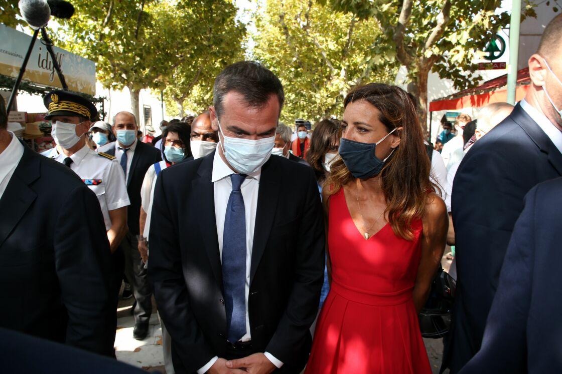 En couple avec le ministre des Solidarités et de la Santé Olivier Véran, Coralie Dubost n'hésite plus à monter au créneau pour les membres de l'exécutif