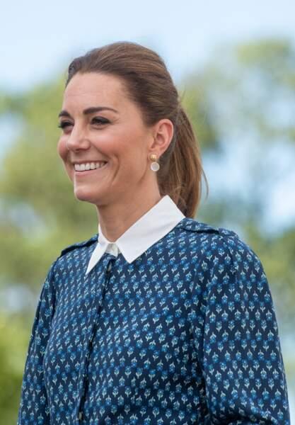 Kate Middleton dans une de ses robes à fleurs si tendance, le 5 juillet 2020.