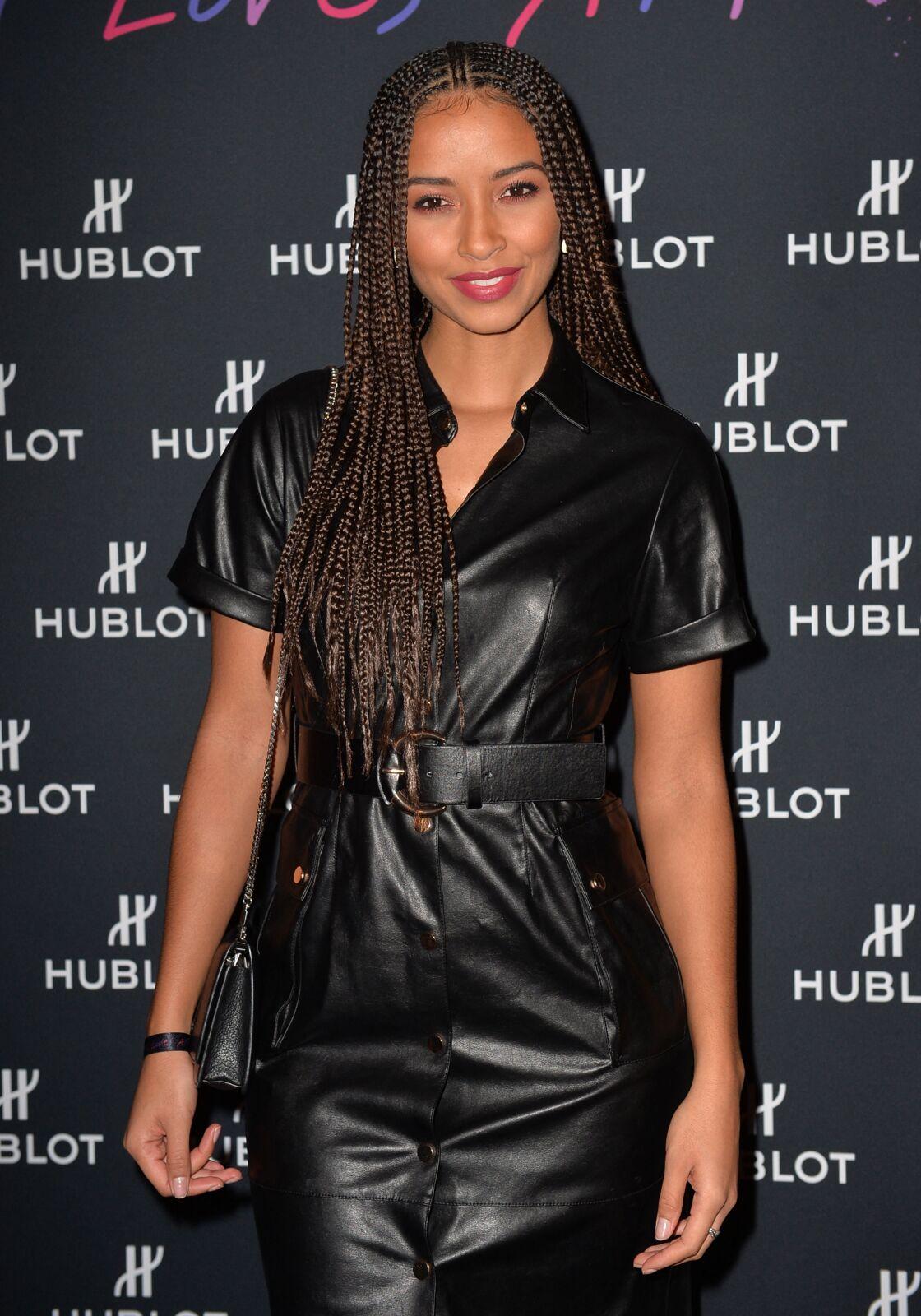 Flora Coquerel veut que les jeunes femmes assument leurs cheveux afro