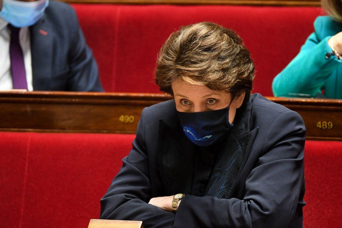Félicitée par Matignon pour ses efforts, Roselyne Bachelot ne fait pas l'unanimité, son travail étant jugé insuffisant pour sauver la Culture