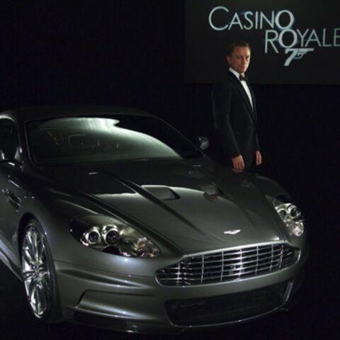 La voiture de James Bond tombe dans le lac de Garde