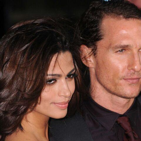Matthew McConaughey est inondé de vêtements pour bébé