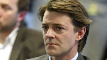 Depuis un drame familial, François Baroin, le compagon de Michele Laroque, a une peur bleue de l'avion