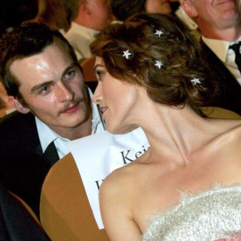 Keira Knightley ne porte pas la bague offerte par son petit ami