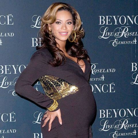 PHOTOS – Adorable : Blue Ivy embrasse le ventre rond de Beyoncé