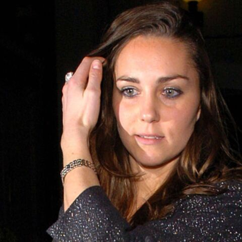 Le prince William a-t-il passé une bague au doigt de Kate?