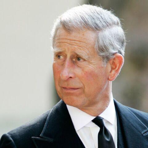 Le prince Charles dit adieu à son arbre…mort!