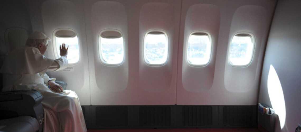 Benoît XVI en transit vers l'Afrique: l'avion papal ne capote pas