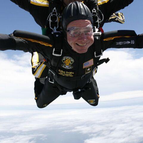 Bush fait le grand saut pour ses 85 ans