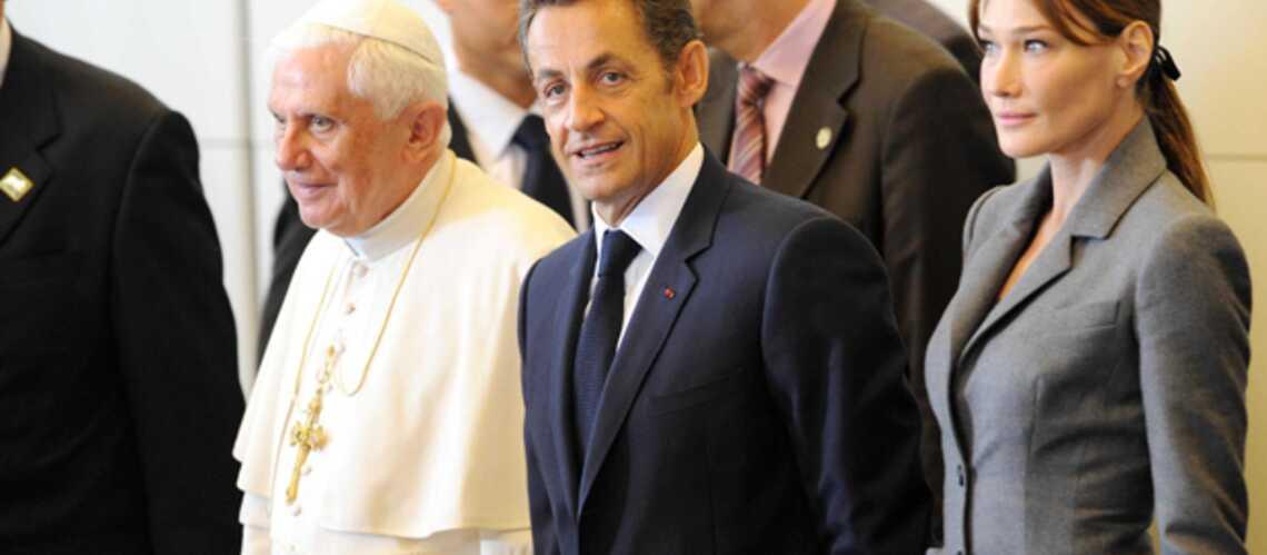 Nicolas et Carla Sarkozy ont accueilli le Pape à Orly