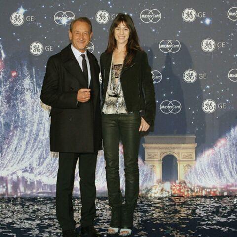 Vidéo – Charlotte Gainsbourg illumine les Champs Elysées