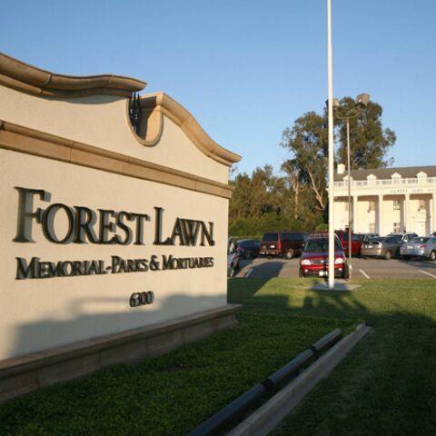 Michael Jackson sera enterré à Forest Lawn