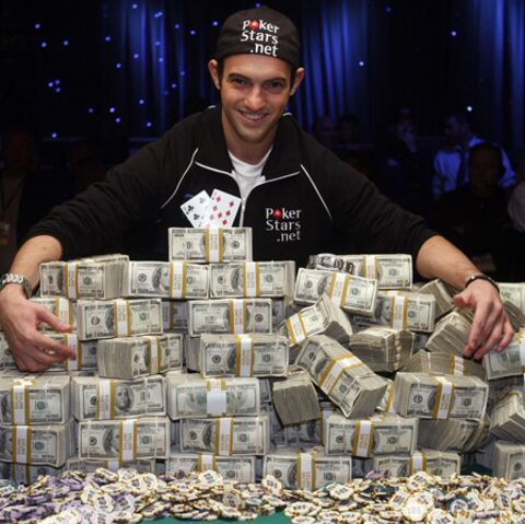 Poker: un gamin bluffant remporte la coupe du monde!
