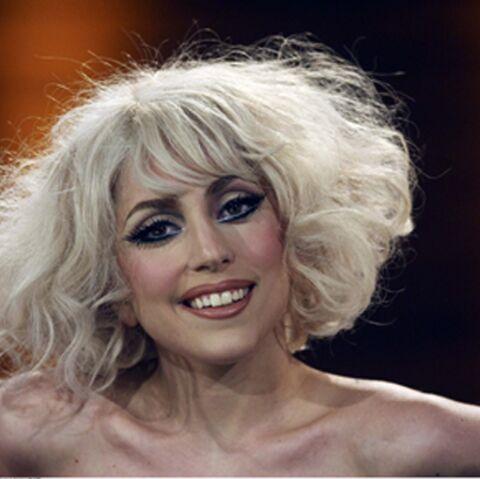 Lady Gaga fête ses 27 ans en chaise roulante