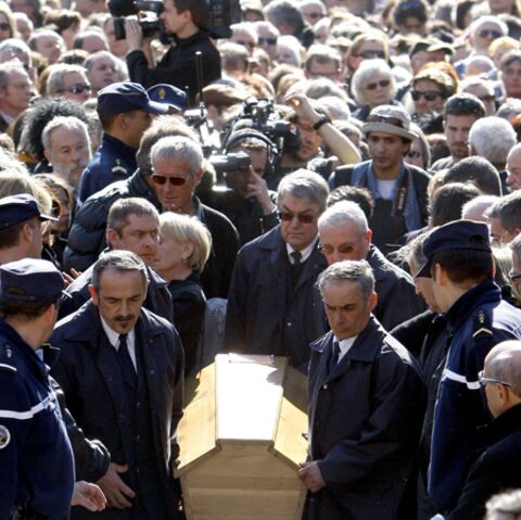 Obsèques de Jean Ferrat: la foule tout en retenue