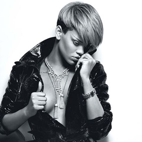 Rihanna enlève le haut pour le magazine W