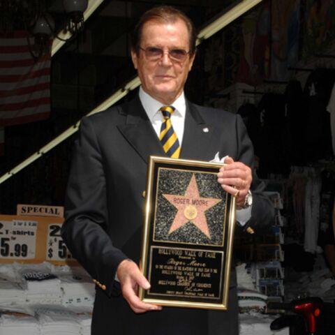 Roger Moore reçoit son étoile à Hollywood