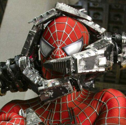 Spider Man pris dans la toile de Mickey!