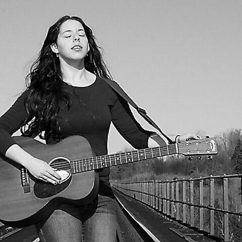 Taylor Mitchell: la jeune chanteuse tuée par des coyotes