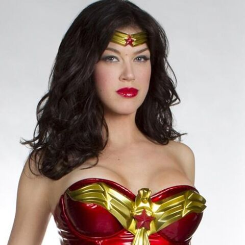 Wonder Woman se fait tailler un short