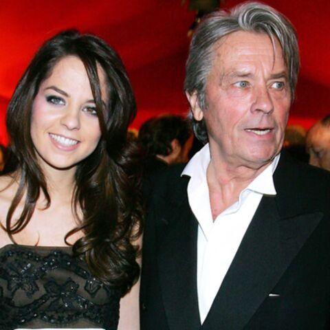 Alain Delon acccompagnera sa fille au Bal des Débutantes