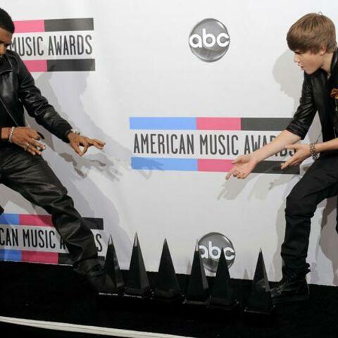 Photos- Justin Bieber et Usher font chanter l'Amérique