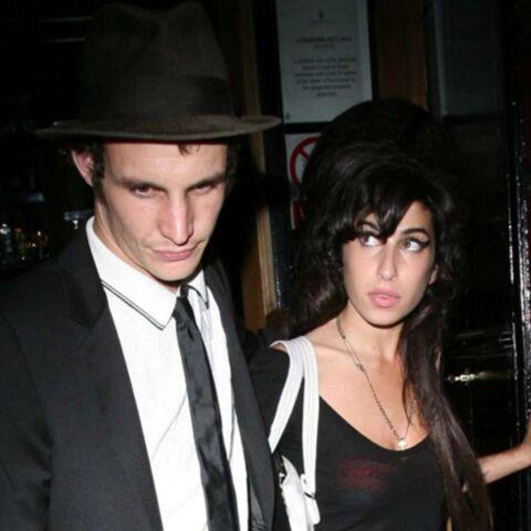 Amy Winehouse: son mari se shoote même en prison!