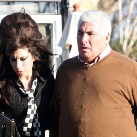 Amy Winehouse traumatisée par la vie extraconjugale de son père?