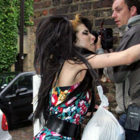 Amy Winehouse se frite avec les paparazzis