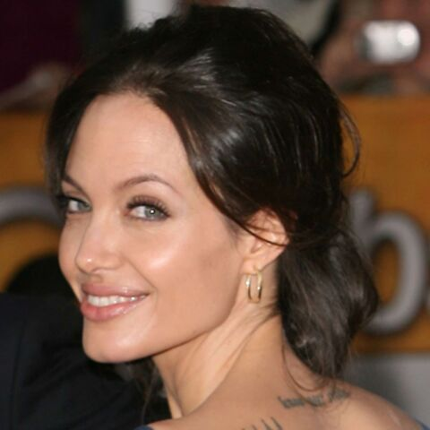 Vidéo: la leçon de coiffure d'Angelina Jolie