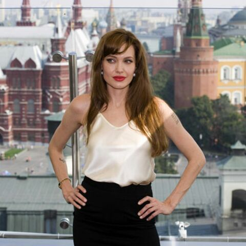 VIDEO- Angelina Jolie: son dealer la balance!