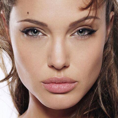 Angelina Jolie mise à nu