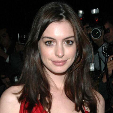 Anne Hathaway emménage chez ses parents