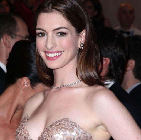 Anna Hathaway s'aime nue