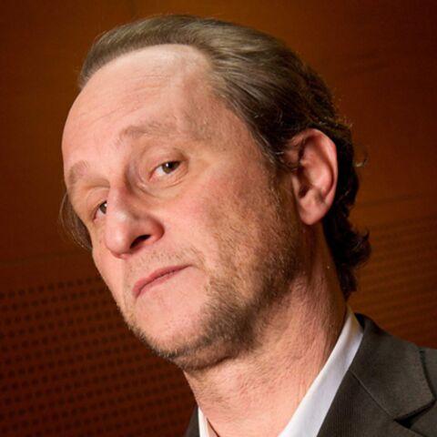 Benoît Poelvoorde s'explique sur son JT chaotique avec Claire Chazal