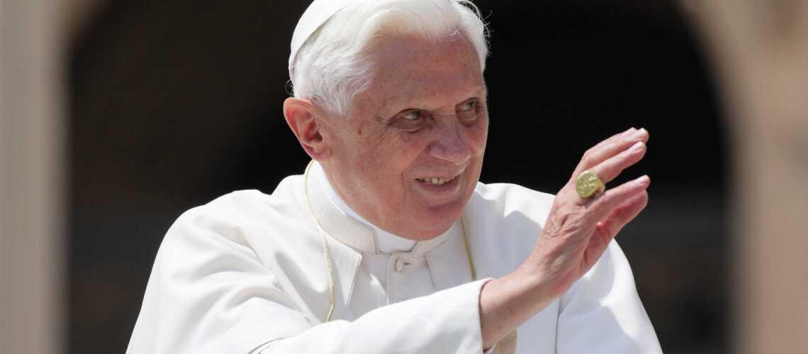 Benoît XVI se met au surf