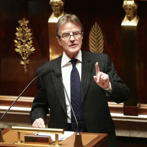 Vidéo: Bernard Kouchner s'explique dans l'Hémicycle