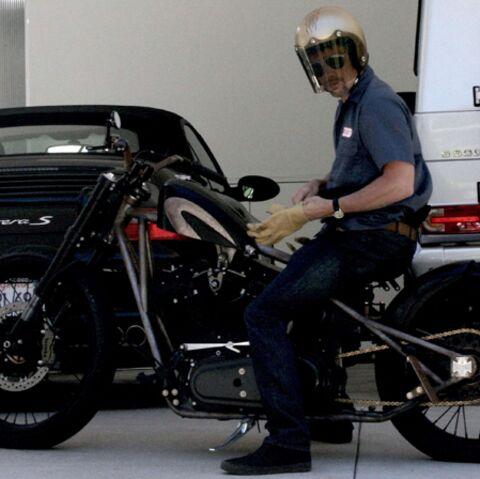 Vidéo: Brad Pitt a eu un nouvel accident de moto!