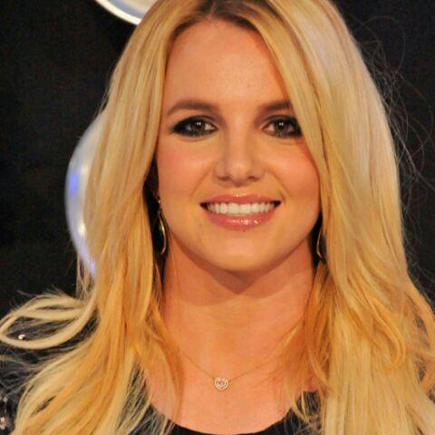 Britney Spears exhibe sa bague de fiançailles
