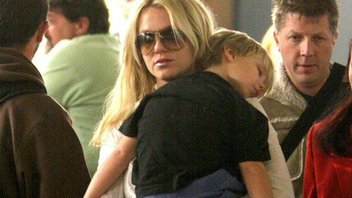 Exclu vidéo – Britney Spears, en famille à Paris
