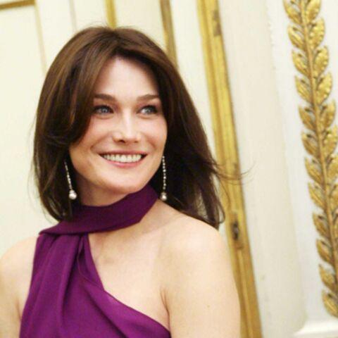 Carla Bruni se met à nu