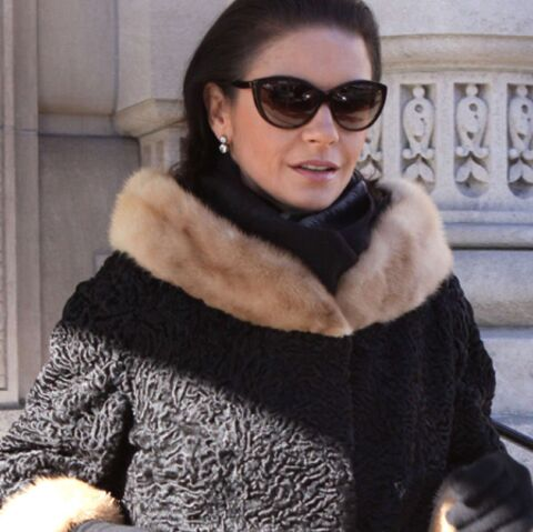 Catherine Zeta-Jones, priée de s'habiller
