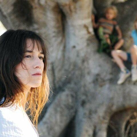 Charlotte Gainsbourg, auprès de son arbre