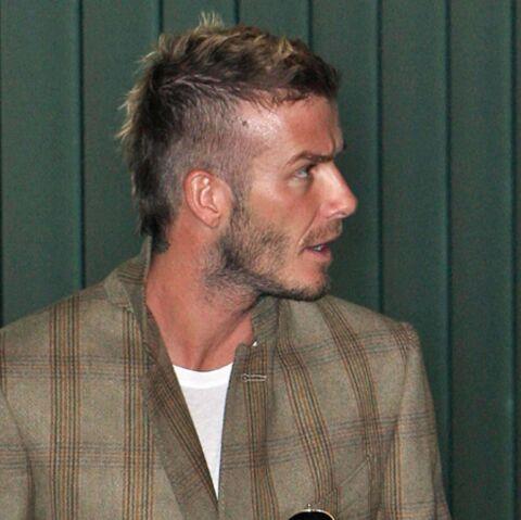 VIDEO- David Beckham tripoté par une journaliste!