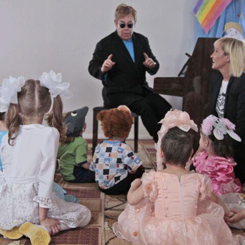 Elton John éveille l'instinct maternel