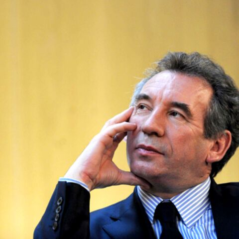 REGARDEZ – François Bayrou soutient le rappeur Orelsan