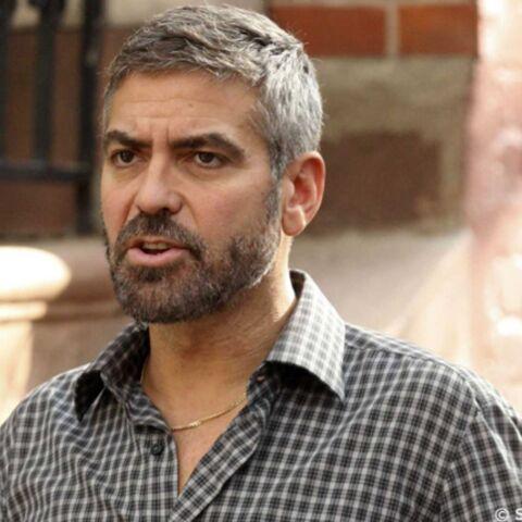 George Clooney s'en prend aux paparazzi
